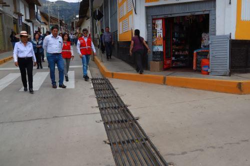 Cerca de medio centenar de pistas y veredas de la provincia de Cajabamba, departamento de Cajamarca, fueron reconstruidas con sistemas de drenaje pluvial e inauguradas hoy por la directora ejecutiva de la Autoridad para la Reconstrucción con Cambios (ARCC), Amalia Moreno Vizcardo.