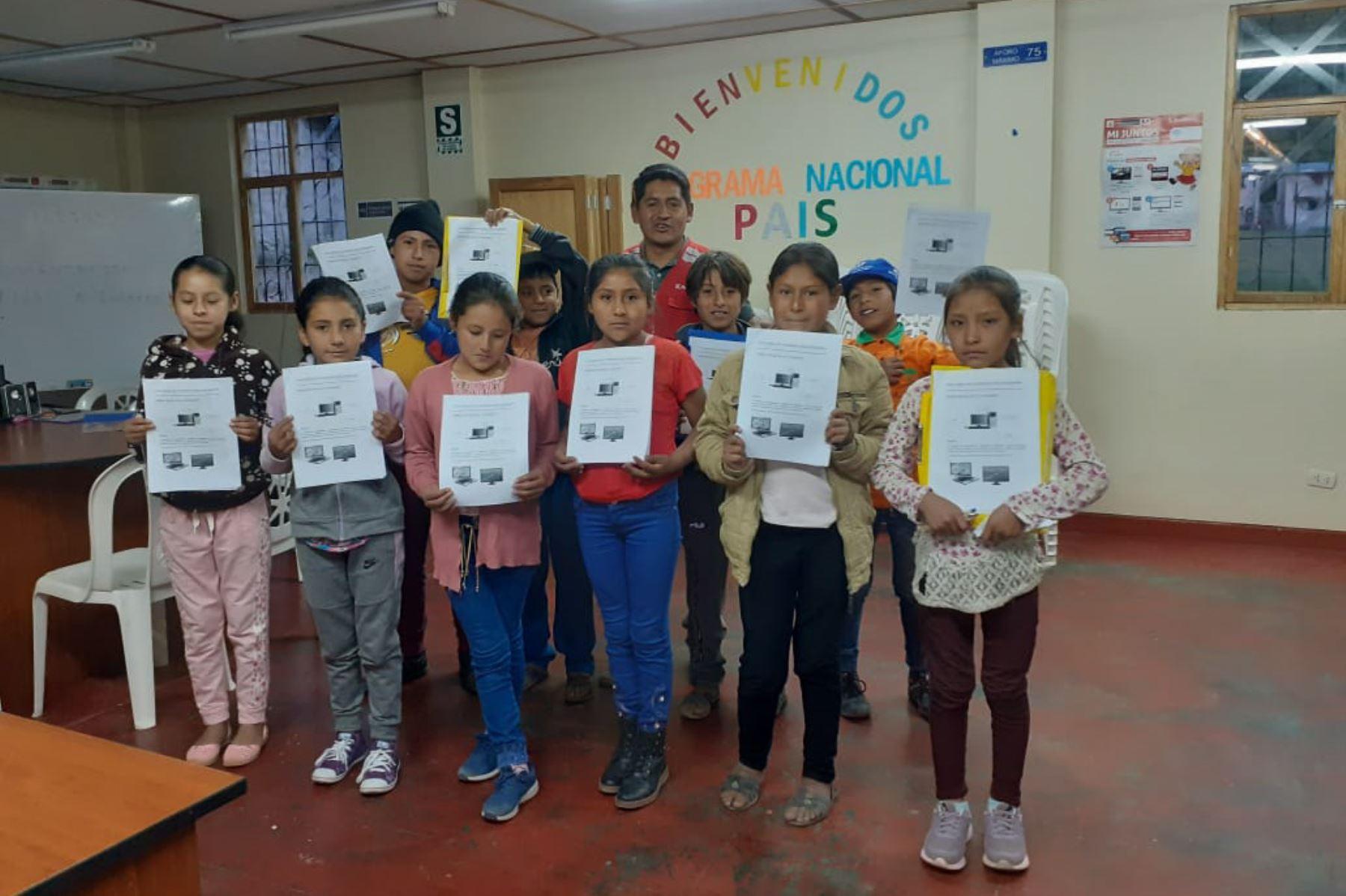 Más de 70 niños y niñas de comunidades rurales alejadas de Apurímac participan por primera vez en talleres de computación durante las 'Vacaciones Útiles' que el Programa Nacional PAIS del Ministerio de Desarrollo e Inclusión Social (Midis) realiza en sus Tambos ubicados en las provincias de Andahuaylas, Aymaraes, Chincheros y Grau.