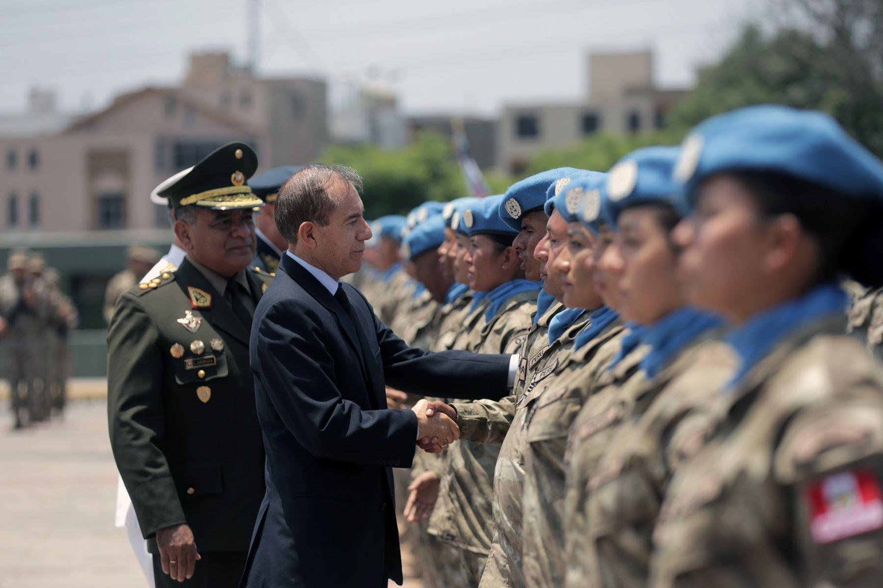 Ministro de Defensa, Walter Martos, durante ceremonia de despedida de contingente de cascos azules peruanos a la República Centroafricana. Foto: Difusión.