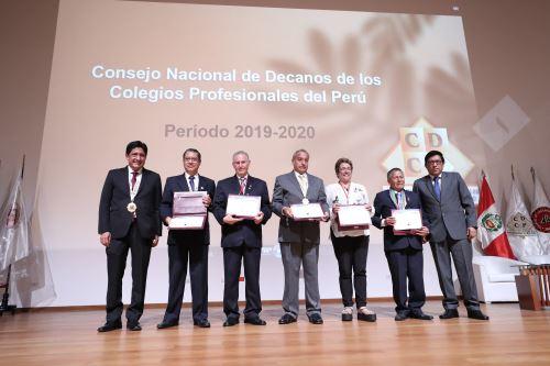 El presidente del Consejo de Ministros, Vicente Zeballos, clausuró el III Congreso Nacional de Profesionales
