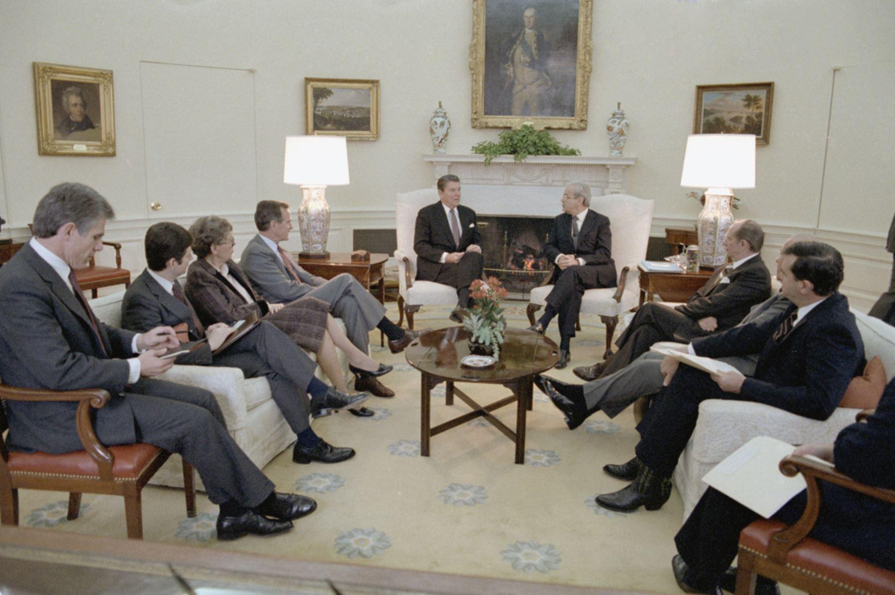 En su labor al frente de la ONU, Javier Pérez de Cuéllar trabajó intensamente con los líderes mundiales. Foto: ANDINA/Difusión
