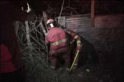 El incendio fue extinguido en su totalidad a la 01:00 horas aproximadamente.