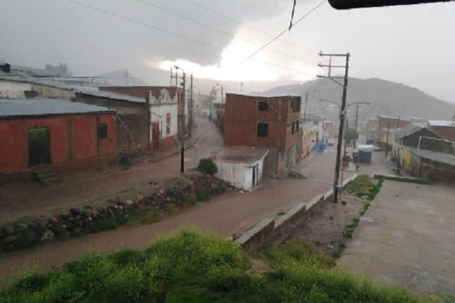 El Senamhi emitió el aviso meteorológico N° 014 (nivel 4) respecto a lluvias en la Sierra, las mismas que se iniciaron este mediodía y se extenderá hasta el miércoles 22 de enero.