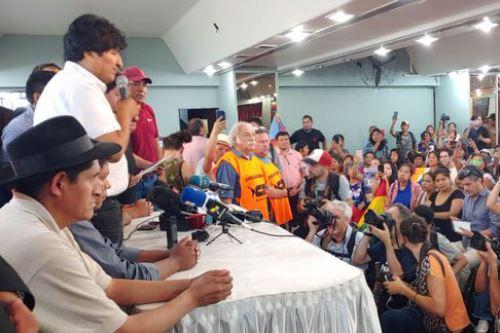 La fórmula que peleará por la presidencia de Bolivia estará integrada por Luis Arce y David Choquehuanca, informó el exmandatario Evo Morales.