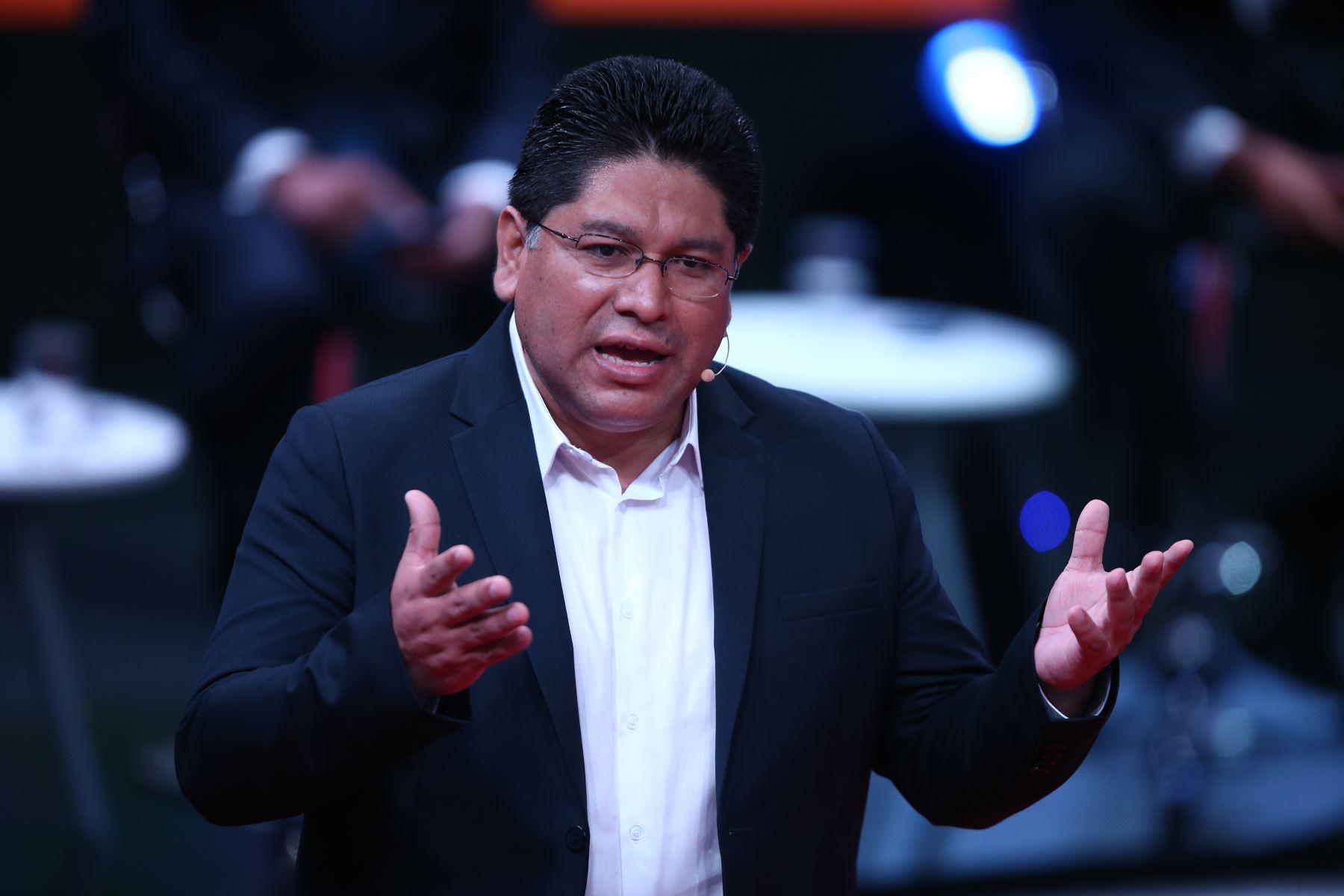 Rennan Espinoza, candidato al Congreso por Somos Perú participa en tercer debate de Lima Metropolitana organizado por JNE. Foto: ANDINA/Vidal Tarqui