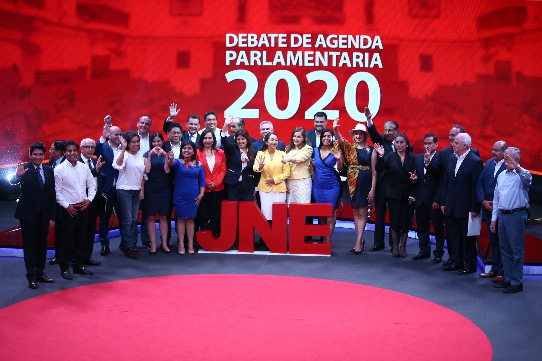 Foto oficial del tercer grupo de candidatos al Congreso por Lima Metropolitana. Foto: ANDINA/Vidal Tarqui