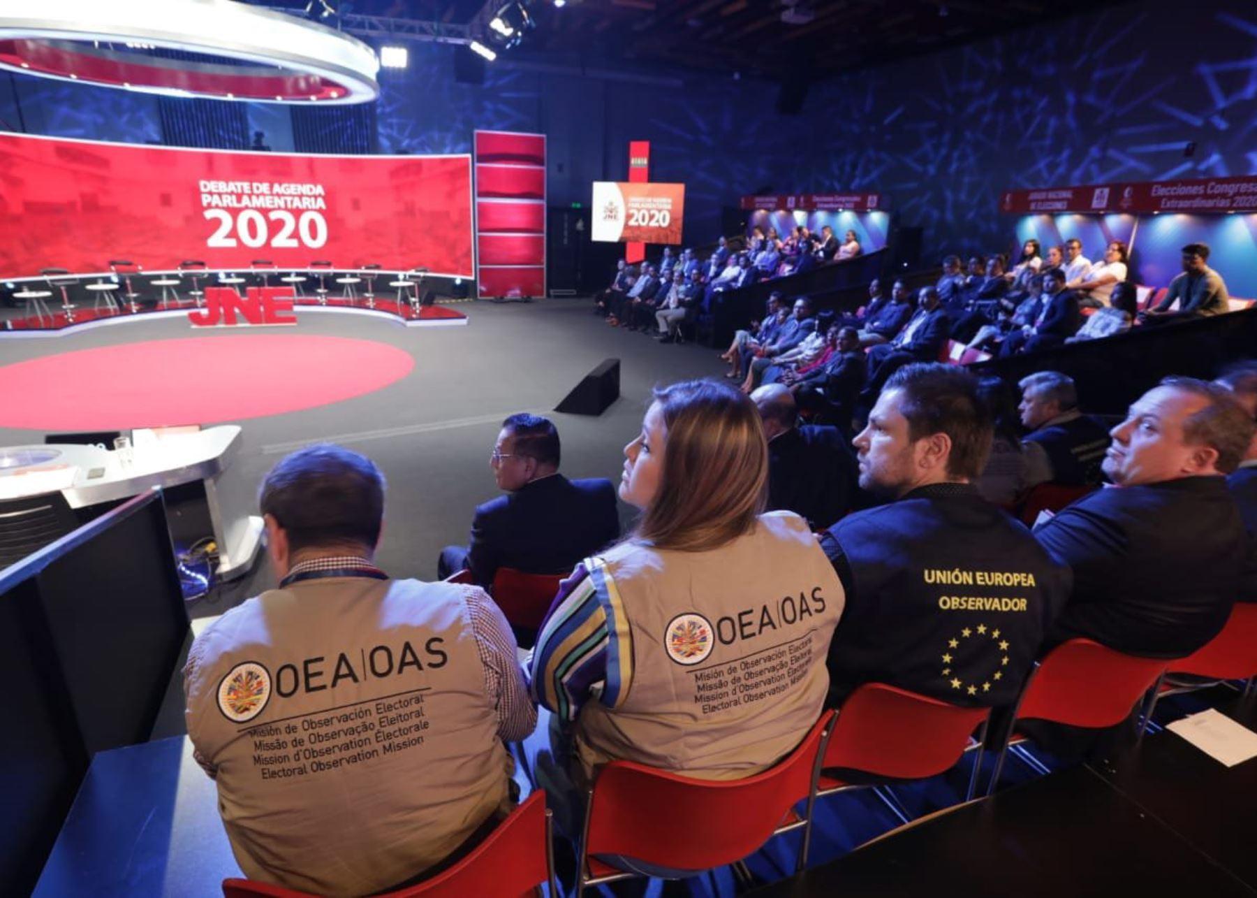 Observadores internacionales asistieron a último debate del JNE.