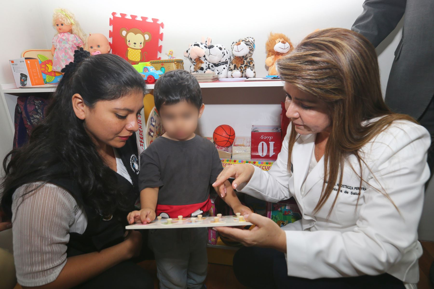 Ministra de Salud Dra: Elizabeth Hinostroza,Inaguró Centro de Salud Mental Comunitaria en Carmen de La Legua.Foto:ANDINA/Héctor Vinces.