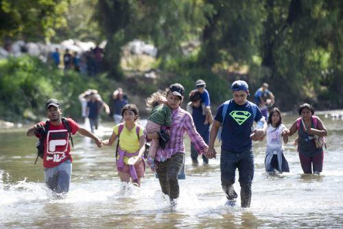 Caravana de migrantes  destino a EE. UU. busca entrar en bloque a México