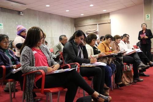 Conversatorio en la Gran Biblioteca Pública de Lima.