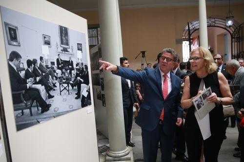 Inauguración de la muestra fotográfica en homenaje al Embajador y ex Secretario General de las Naciones Unidas, Javier Pérez de Cuéllar