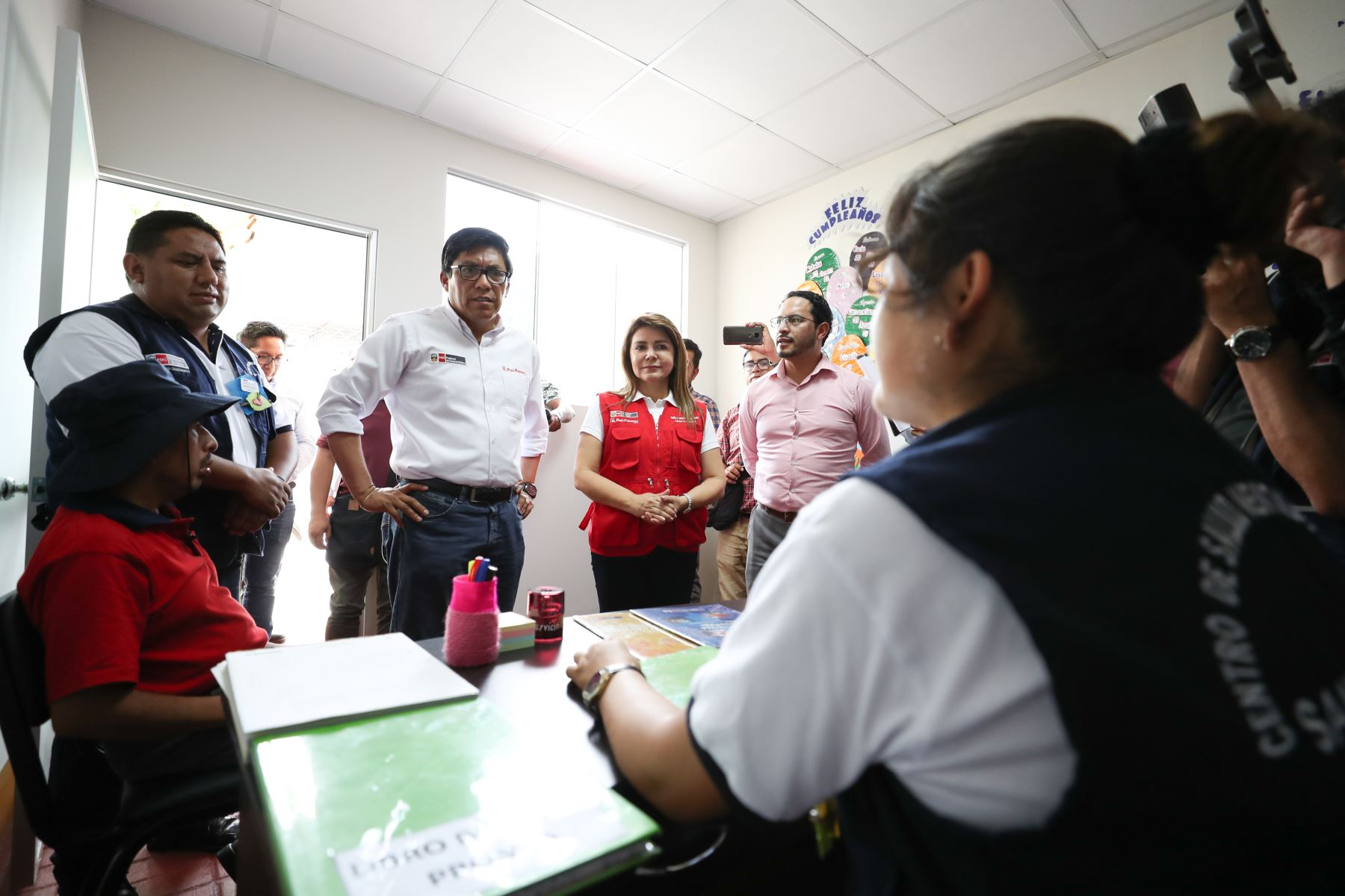 Jefe de Gabinete Vicente Zeballos y ministra de Salud Elizabeth Hinostroza ponen en marcha Centro de Salud Mental Comunitario en San Ramón, Junín. Foto: ANDINA/PCM