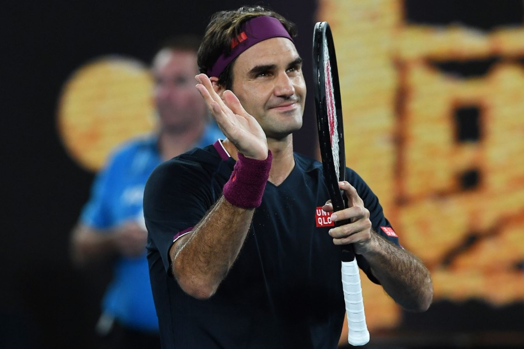 Roger Federer avanza a paso firme en el Abierto de Australia