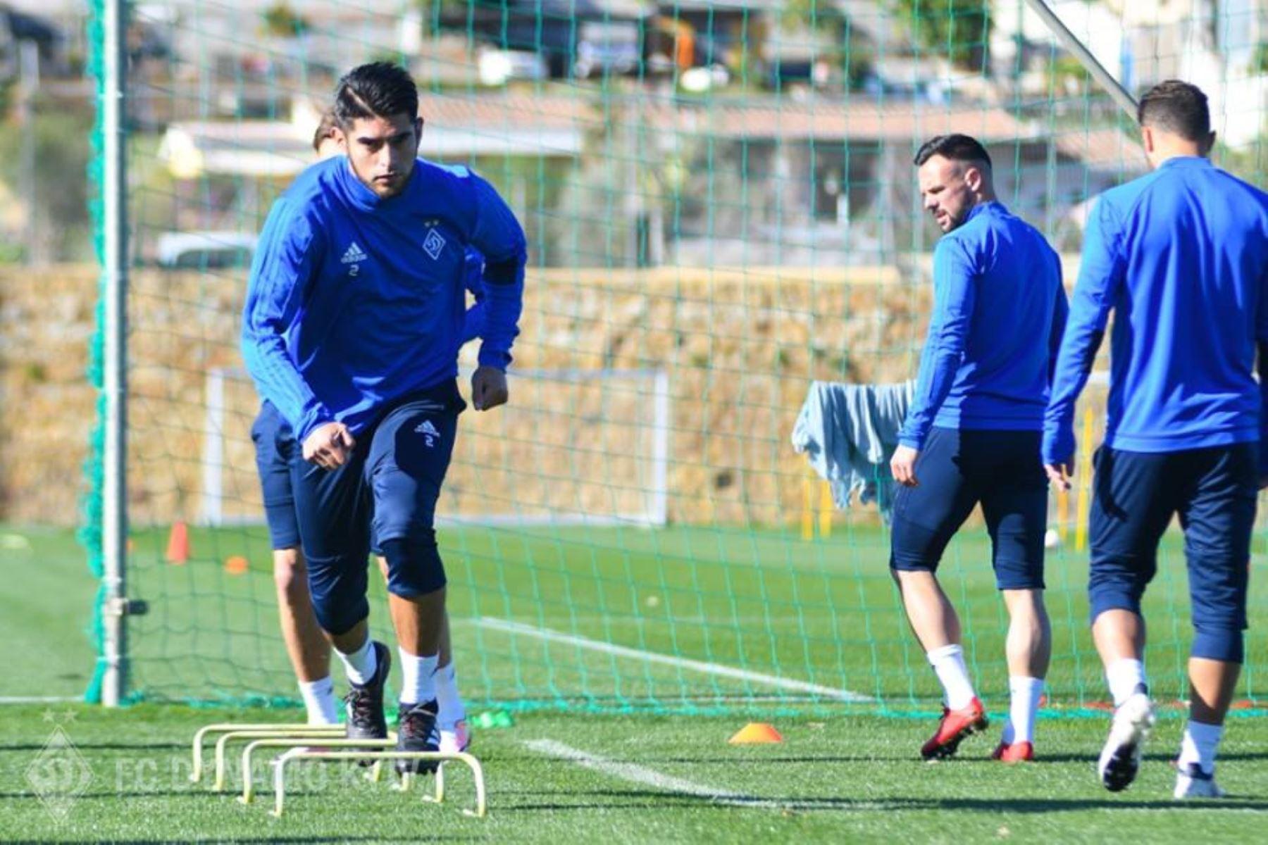 Tras la falta de continuidad que vivía con el conjunto griego decidió cambiar de equipo finalmente a finales de enero del 2018 se hace oficial su traspaso al Dinamo Kiev de Ucrania. Difusión