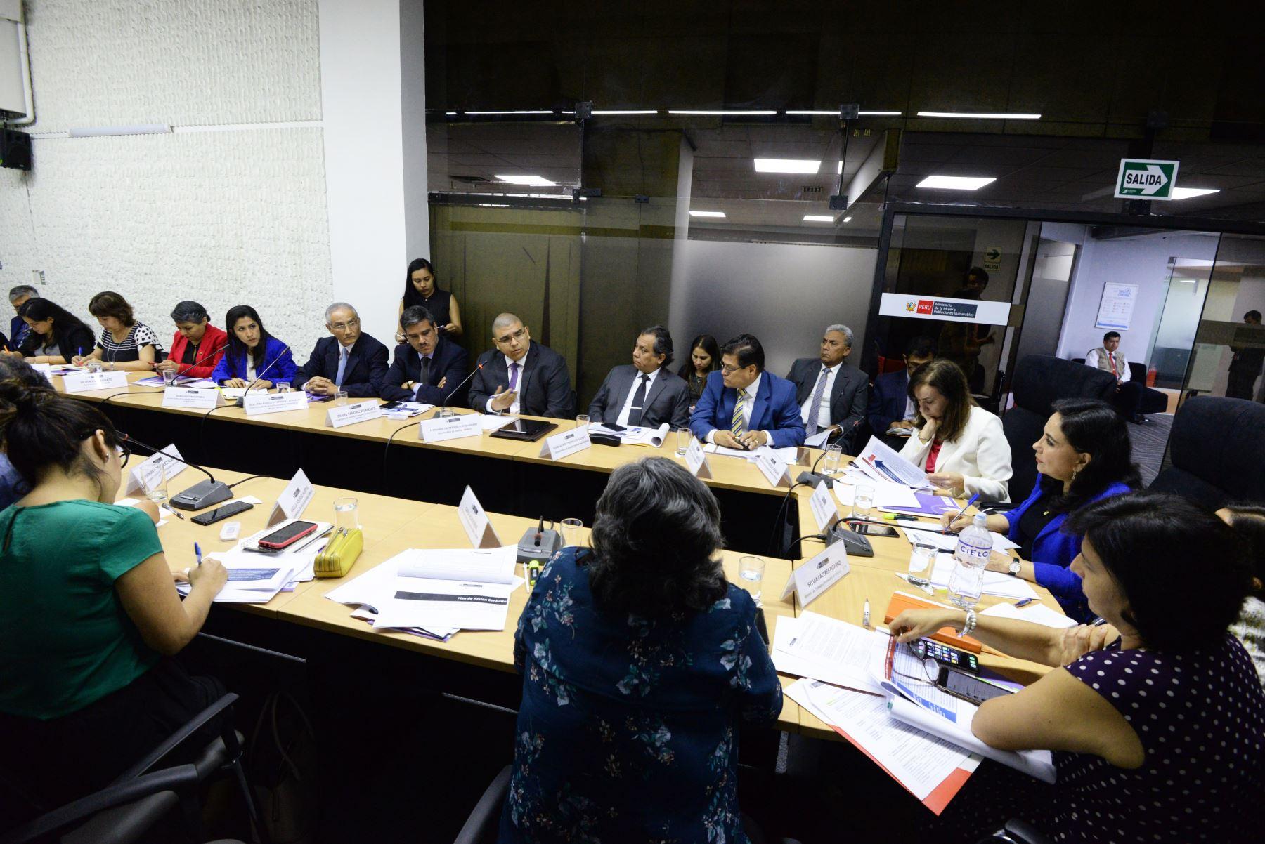 Primera sesión del año de La Comisión Multisectorial de Alto Nivel, presidida por la ministra del MIMP, respaldan las propuestas y acciones para un sistema de justicia con las mujeres que sufren de violencia. Foto: Cortesía Mimp