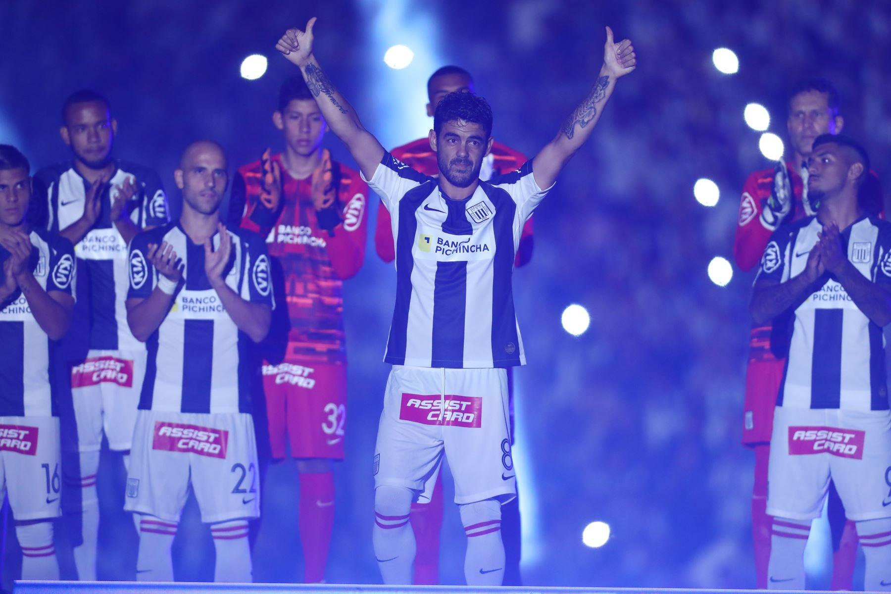 """Alianza Lima  presentó a su plantel 2020 en la llamada """" Noche Blanquiazul """" en el estadio Alejandro Villanueva. Foto: ANDINA/Juan Carlos Guzmán"""