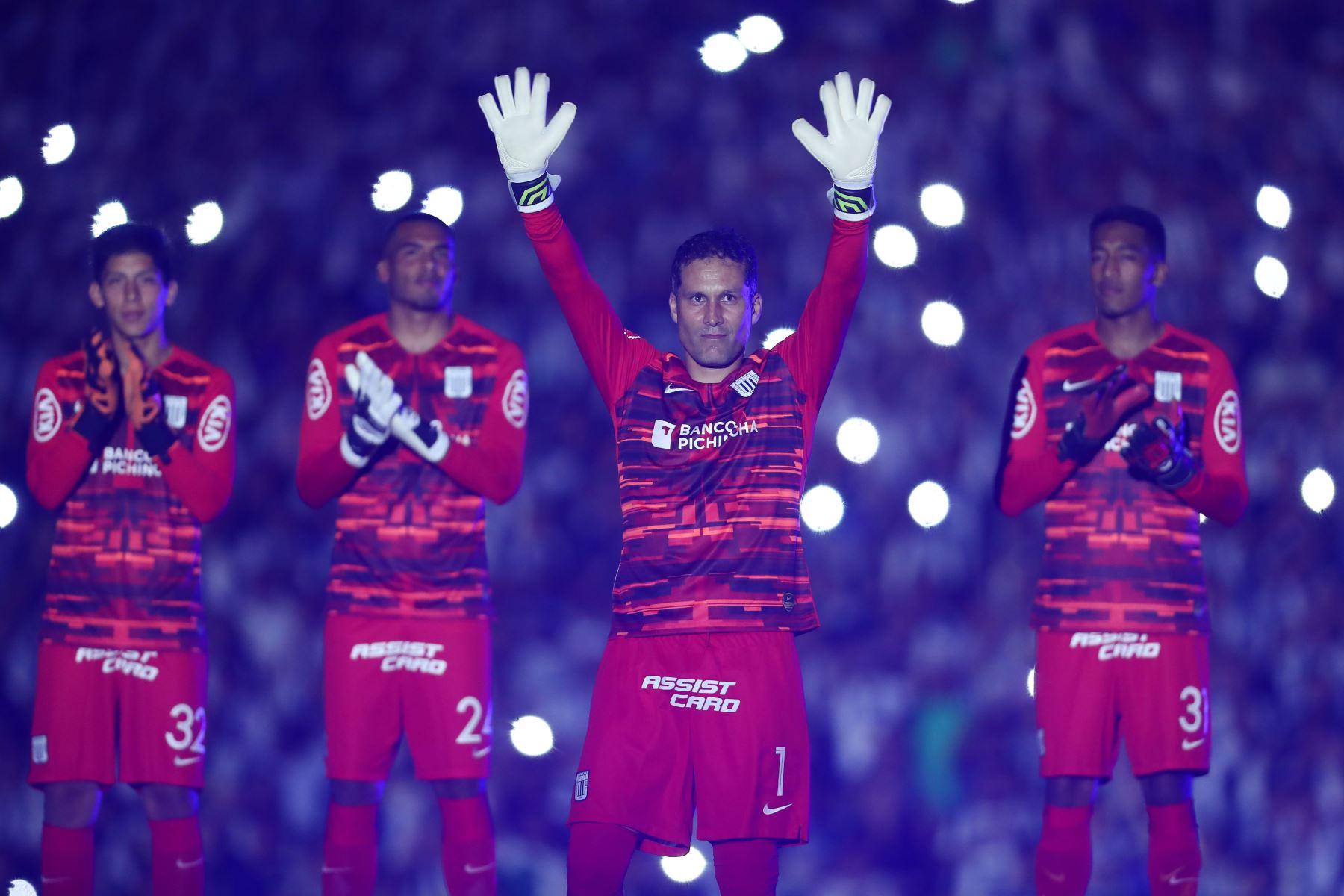 """Leao Butrón de Alianza Lima  se presenta en la llamada """" Noche Blanquiazul """" en el estadio Alejandro Villanueva. Foto: ANDINA/Juan Carlos Guzmán"""