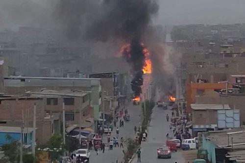 Incendio en Villa El Salvador. Foto: Andina.