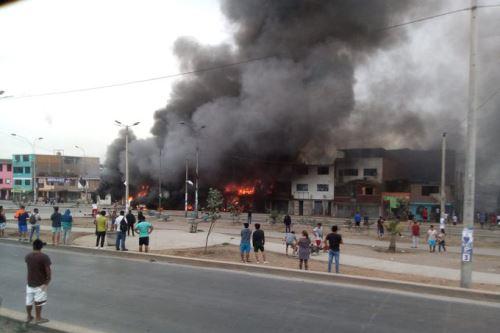 Conmoción en Villa El Salvador tras explosión de camión que transportaba gas