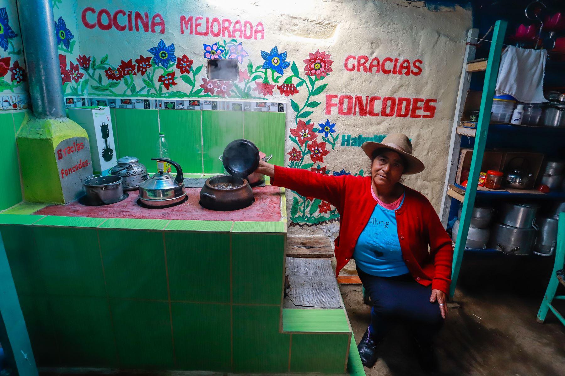Visita a una familia usuaria del programa Haku Wiñay de FONCODES,en el centro poblado de Pachachaca,  provincia de Julcán. Foto: ANDINA/Prensa Presidencia