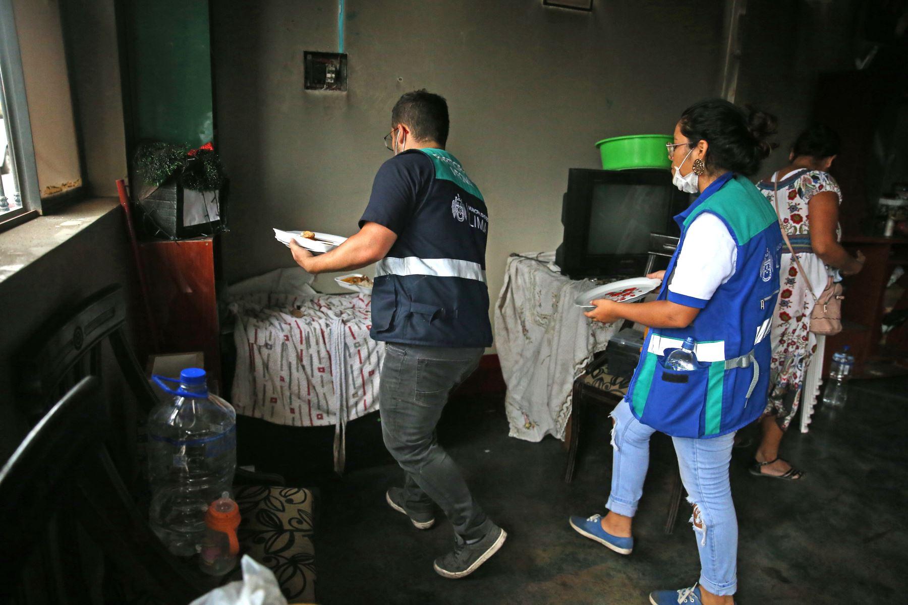 La deflagración ocurrida en Villa el Salvador dejó toda una cuadra con casas dañadas en la calle Villa del Mar. Foto: ANDINA/Vidal Tarqui