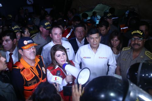 Ministros de Estado llegan a la zona del incidente en Villa El Salvador para supervisar ayuda