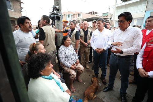 Jefe de Gabinete y ministros llegan a Villa El Salvador para garantizar que damnificados reciban la atención del Estado