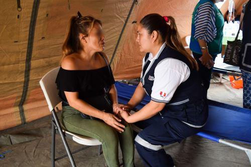 Villa El Salvador: Ministerio de la Mujer y Ministerio de Salud ayudan con equipos de psicólogos y docentes a damnificados