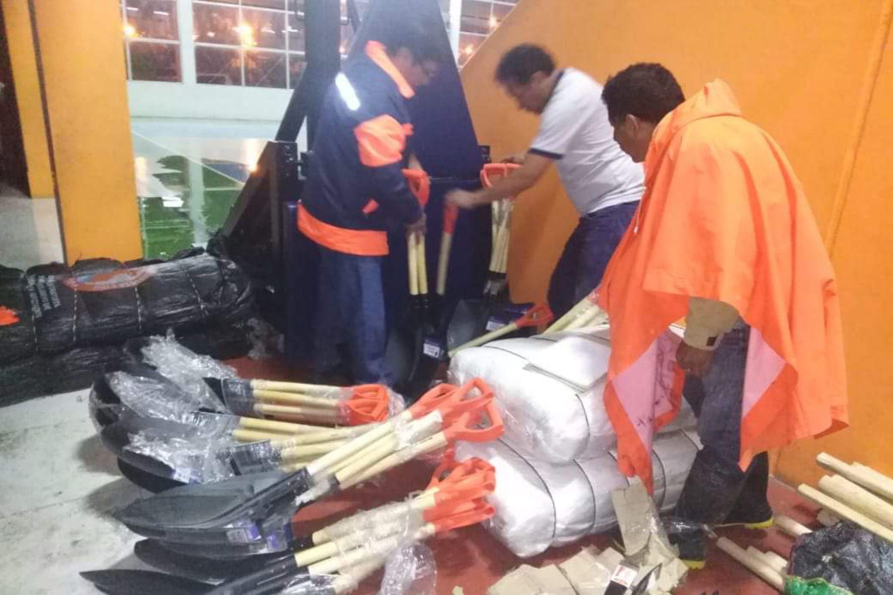 Ayuda humanitaria brindada por el gobierno regional a través de la Oficina Regional de Defensa Nacional y Defensa Civil, para los damnificados por las lluvias en Arequipa.
