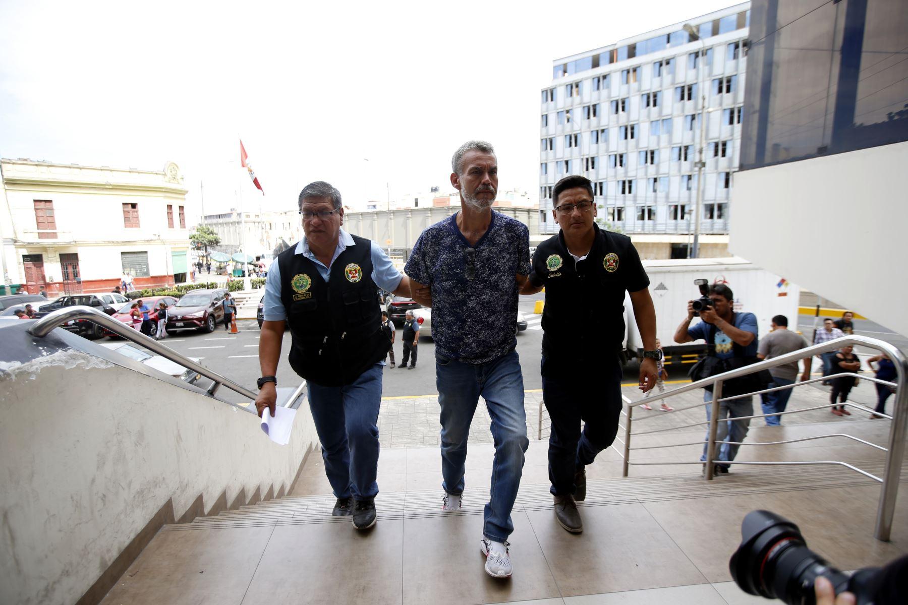 """Ex congresista Víctor Albrecht, es detenido por la policía por el caso Eslimp """" Aporte fantasma"""".  Foto: ANDINA/Eddy Ramos"""