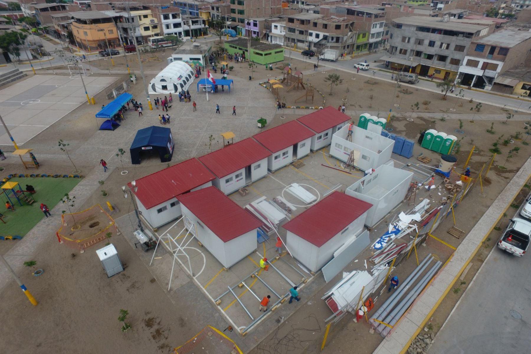 Ministerio de vivienda va culminando  la instalación de módulos de vivienda temporal para las familias damnificadas de Villa El Salvador. Foto: Difusión Ministerio de Vivienda