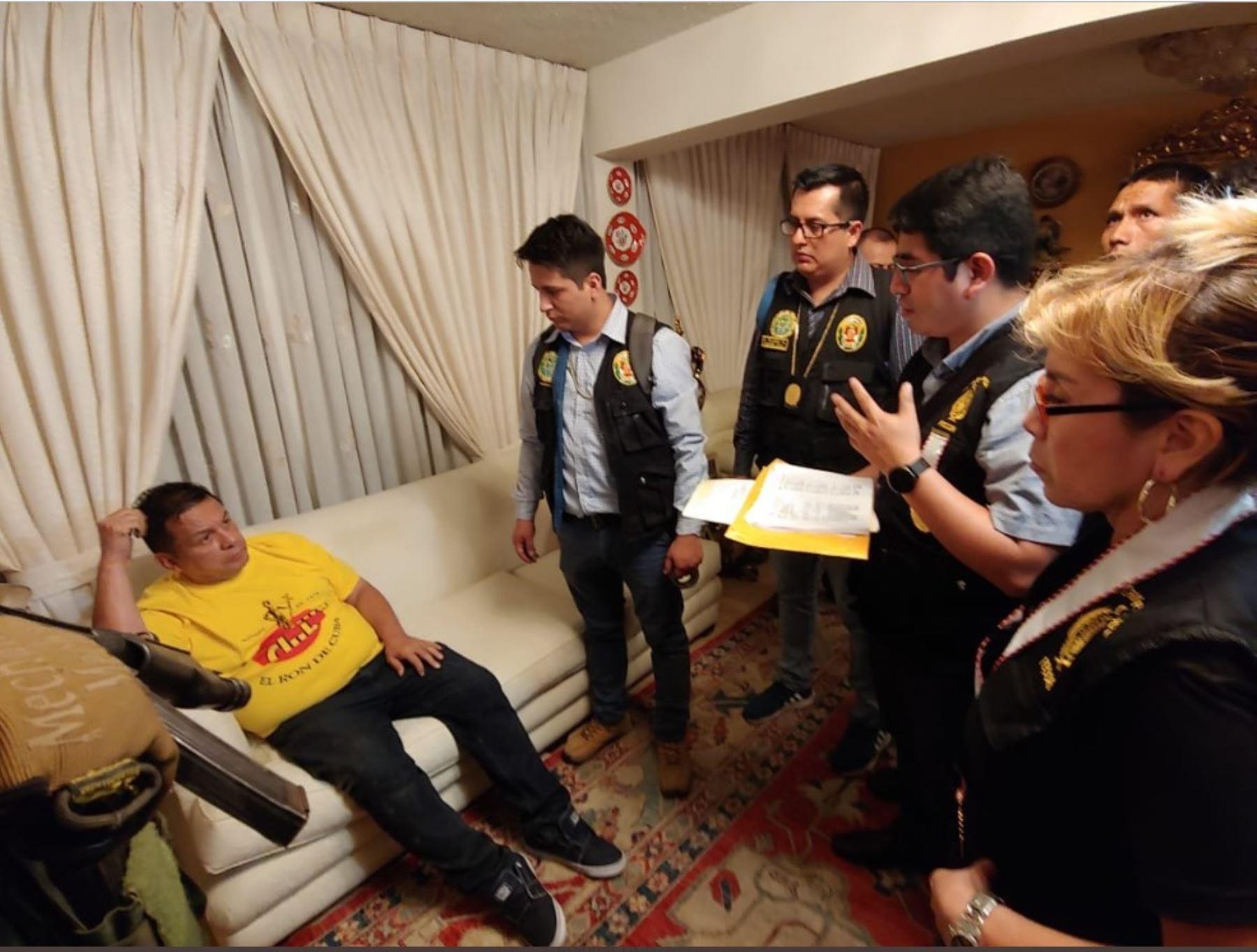 Exalcalde del Callao, Juan Sotomayor, fue detenido por la policía como parte de las investigaciones por la contratación de trabajadores fantasma.