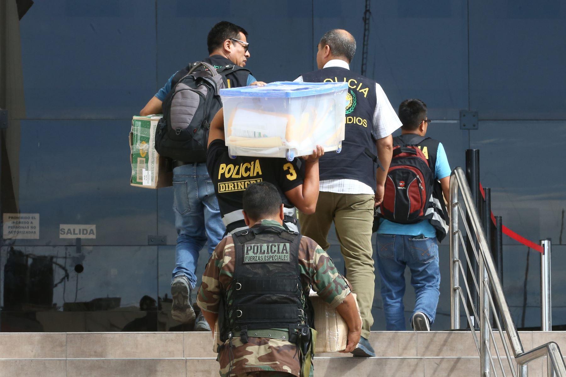 """Incautación de documentos de Ex alcalde del Callao Juan Sotomayor es detenido por la policía por el caso Eslimp""""Aporte fantasma"""". Foto: ANDINA/Vidal Tarqui"""