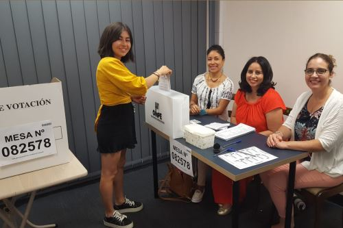 Inicio de Elecciones Congresales Extraordinarias 2020 en el exterior con la participación de connacionales peruanos
