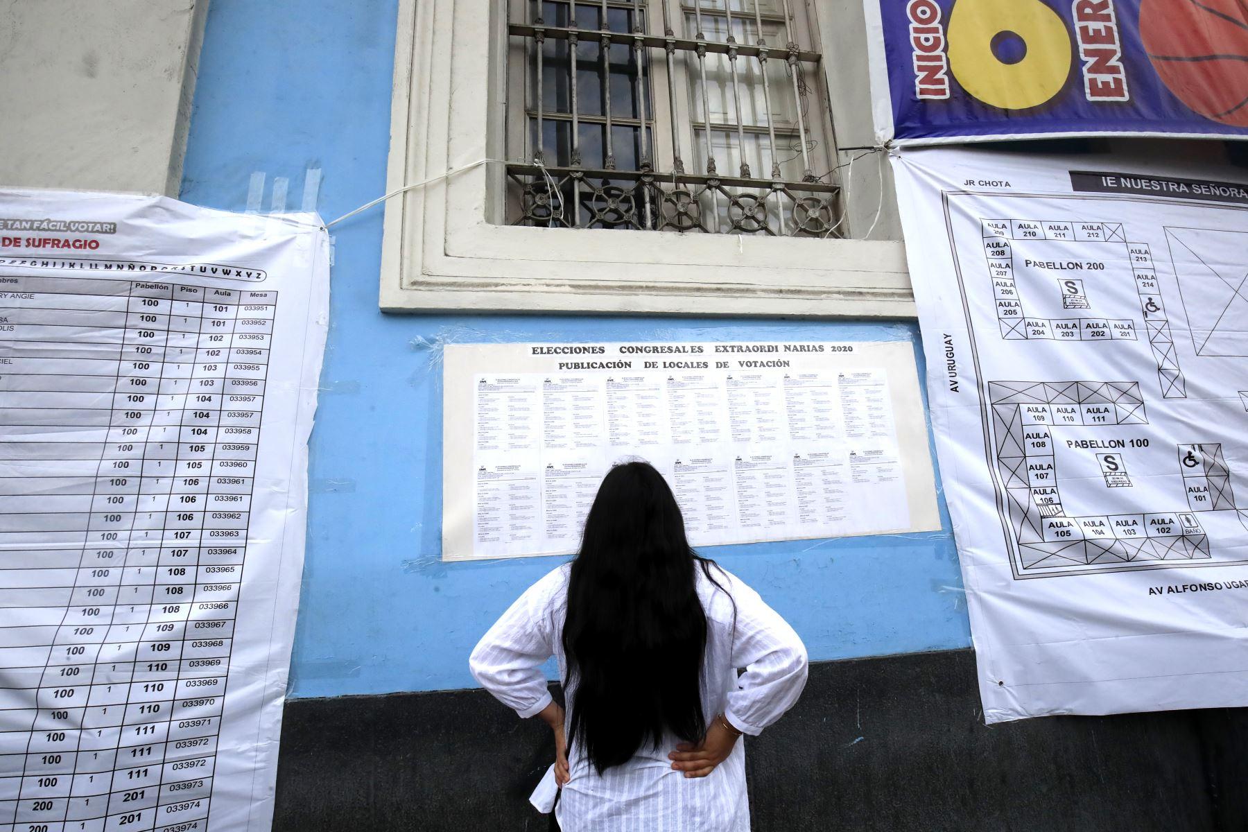 Primeros electores llegan a los centros educativos para emitir su voto en las Elecciones Congresales Extraordinarias 2020. Foto: ANDINA/Juan Carlos Guzmán.
