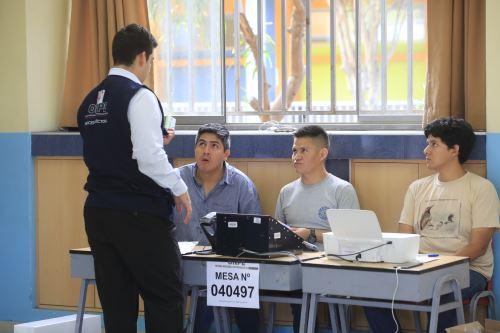 Elecciones 2020: mesas listas en colegio Melitón Carvajal