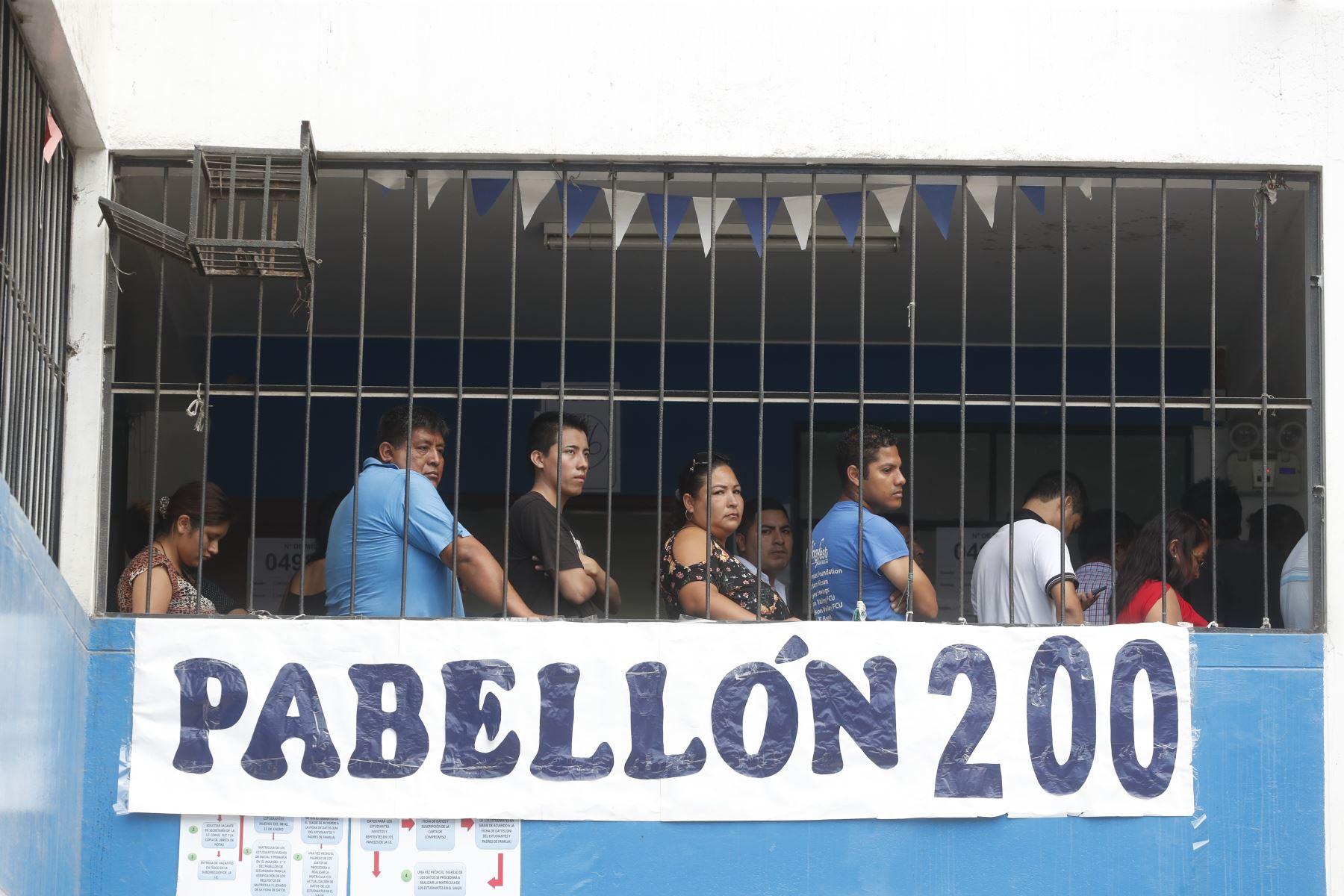 Pobladores votan en las instalaciones educativas del Ermitaño en el distrito de Independencia por las Elecciones Congresales Extraordinarias 2020.Foto: ANDINA/Renato Pajuelo