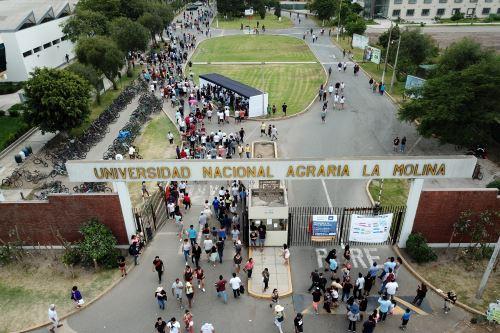 Elecciones 2020: tomas de dron del centro de votación de la Universidad Agraria