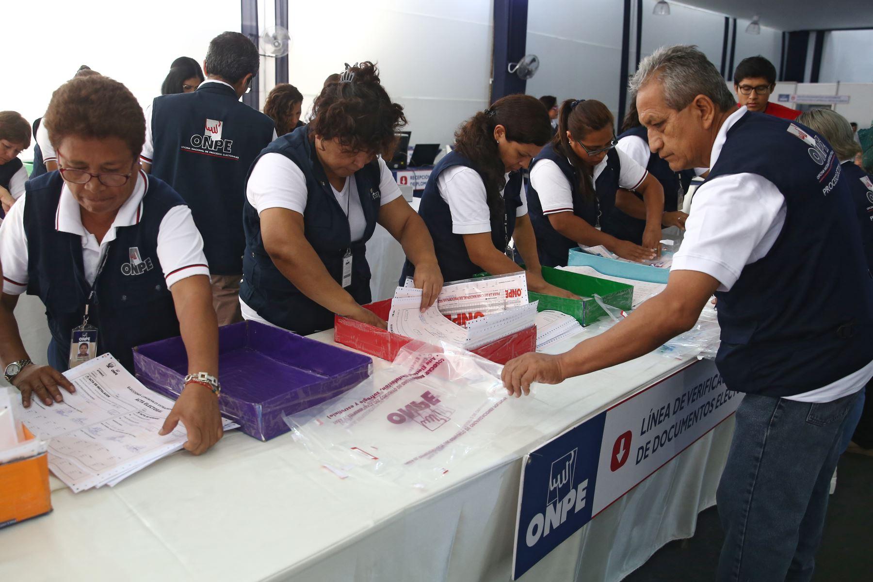 Actas del extranjero llegan a las oficinas de ONPE. Foto: ANDINA/Vidal Tarqui