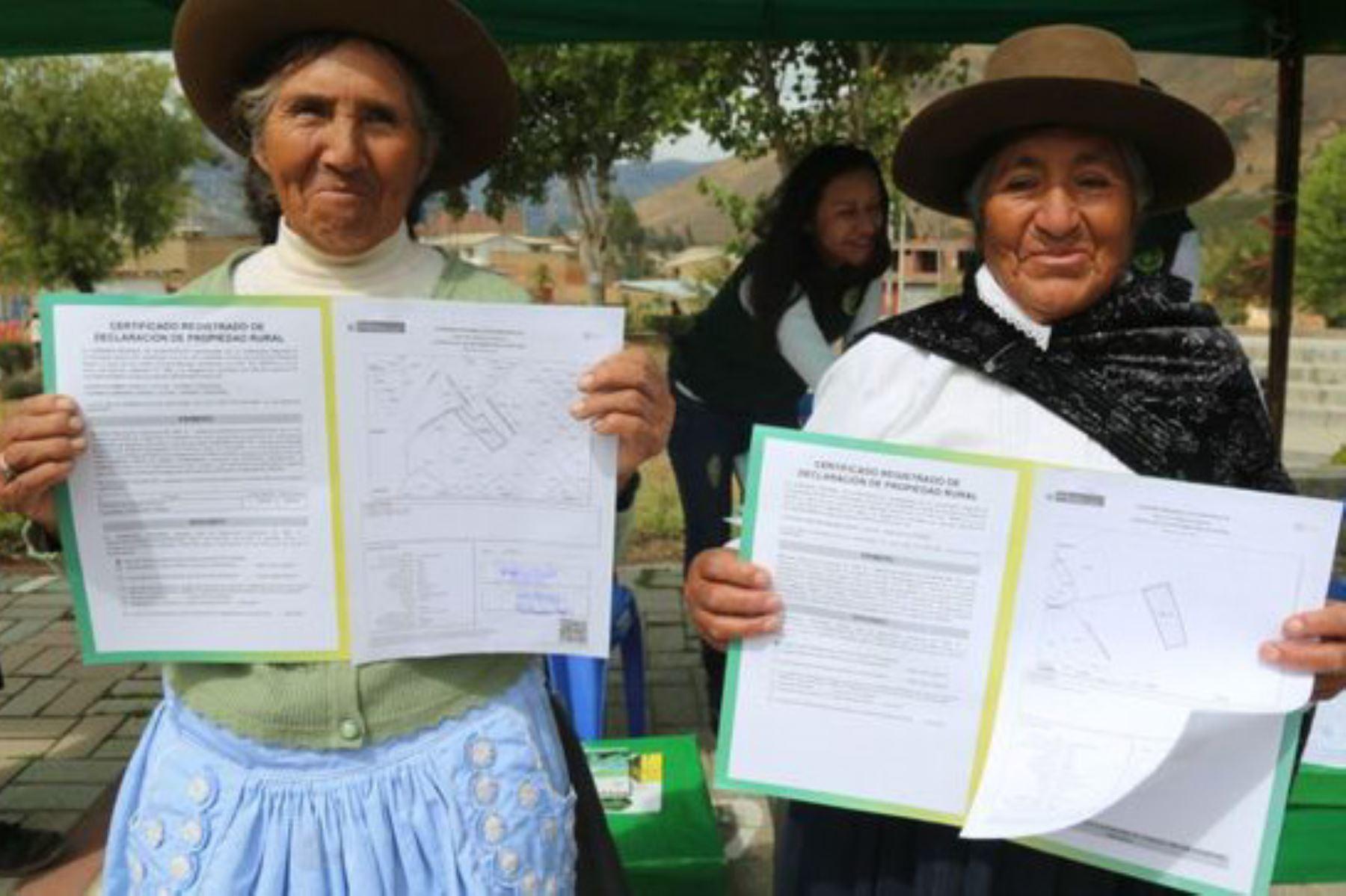 Suscripción de protocolo simplificará el proceso de titulación agraria en las regiones, destacó el Midagri. Foto: ANDINA/difusión.