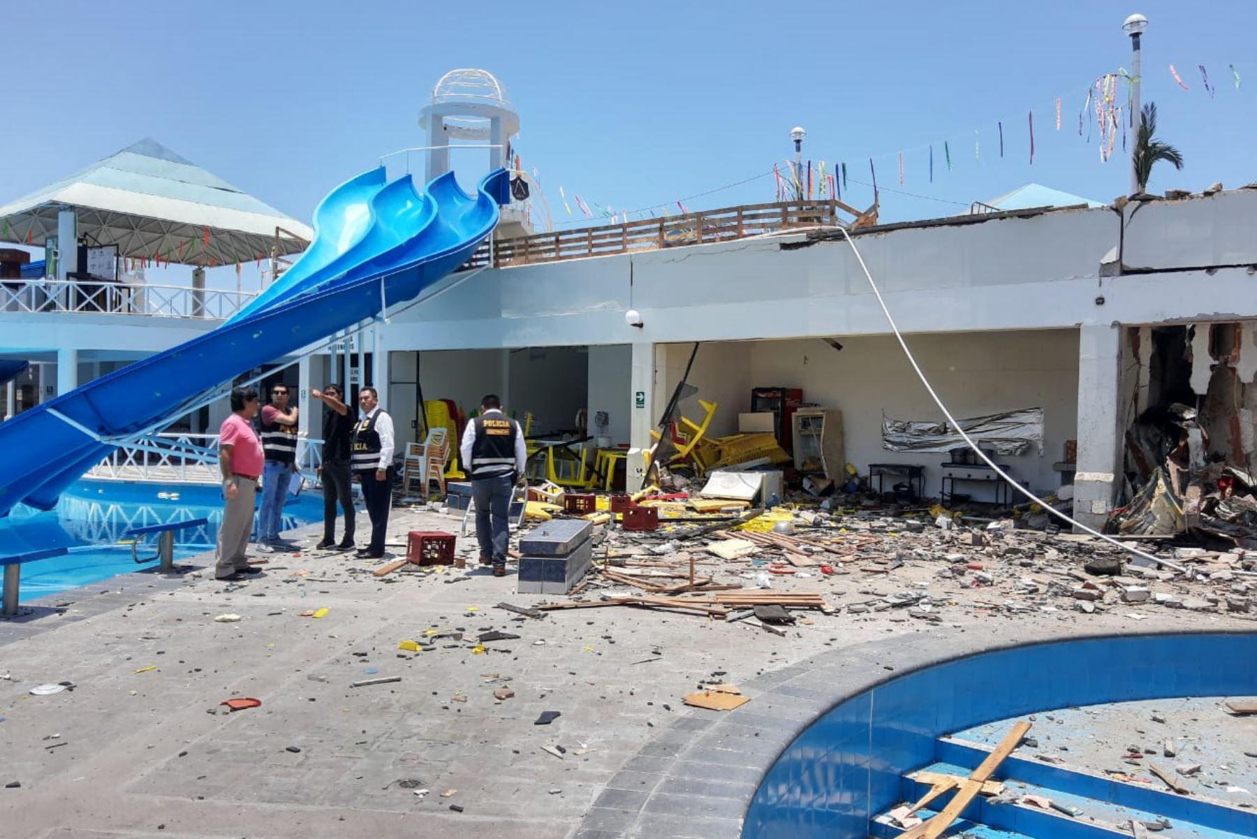 La Policía de Arequipa investiga las causas de la explosión en el parque acuático de Mollendo y que causó daños materiales.Foto: Municipalidad de Islay.