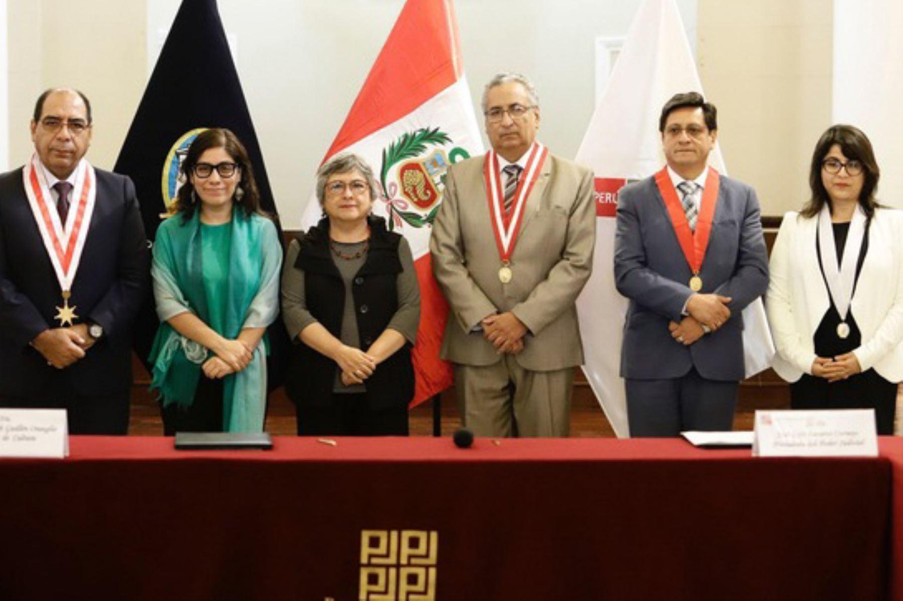 La ministra de Cultura, Sonia Guillén, y el presidente del PJ, José Luis Lecaros, suscribieron convenio marco de cooperación institucional.