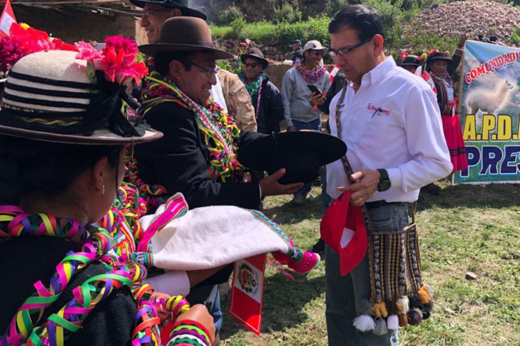 El ministro de Agricultura y Riego, Jorge Montenegro, llegaron ayer al distrito de Ichuña en Moquegua, lugar donde se construirá la represa de Yanapujio.