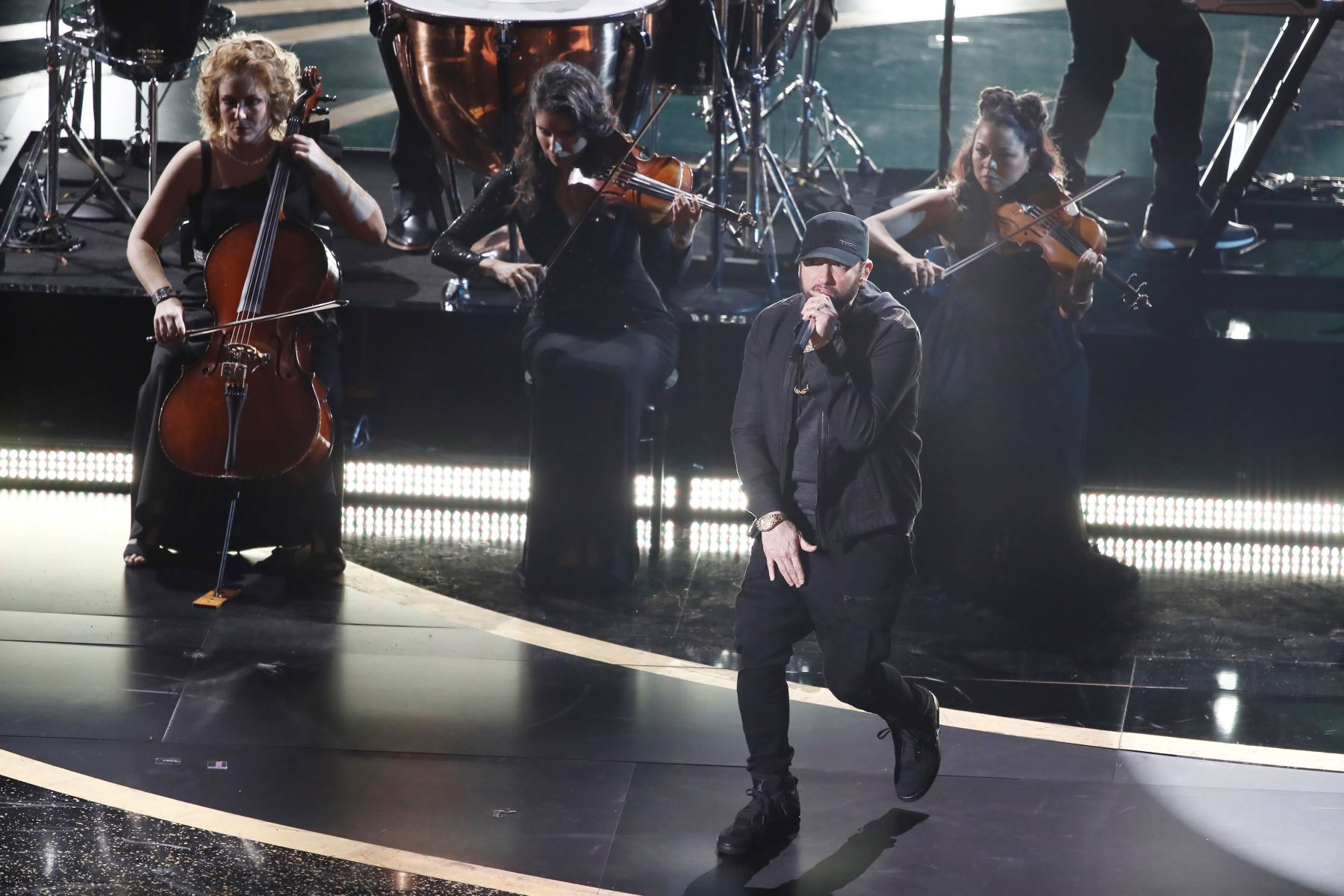 Eminem actúa durante la 92a ceremonia anual de los Premios de la Academia en el Dolby Theatre de Hollywood, California, EE. UU. Foto: AFP