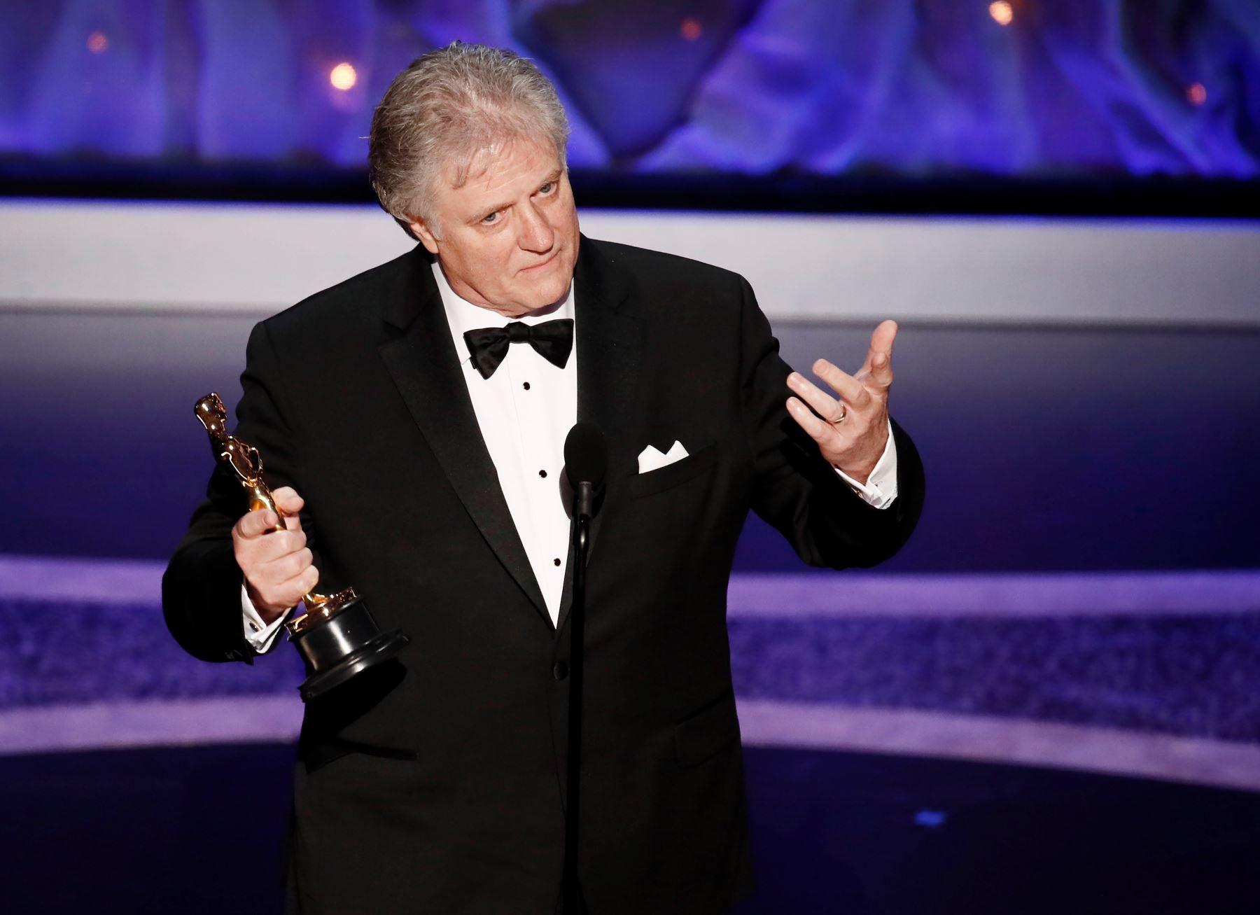 Donald Sylvester acepta el Oscar por Logro en Edición de Sonido para