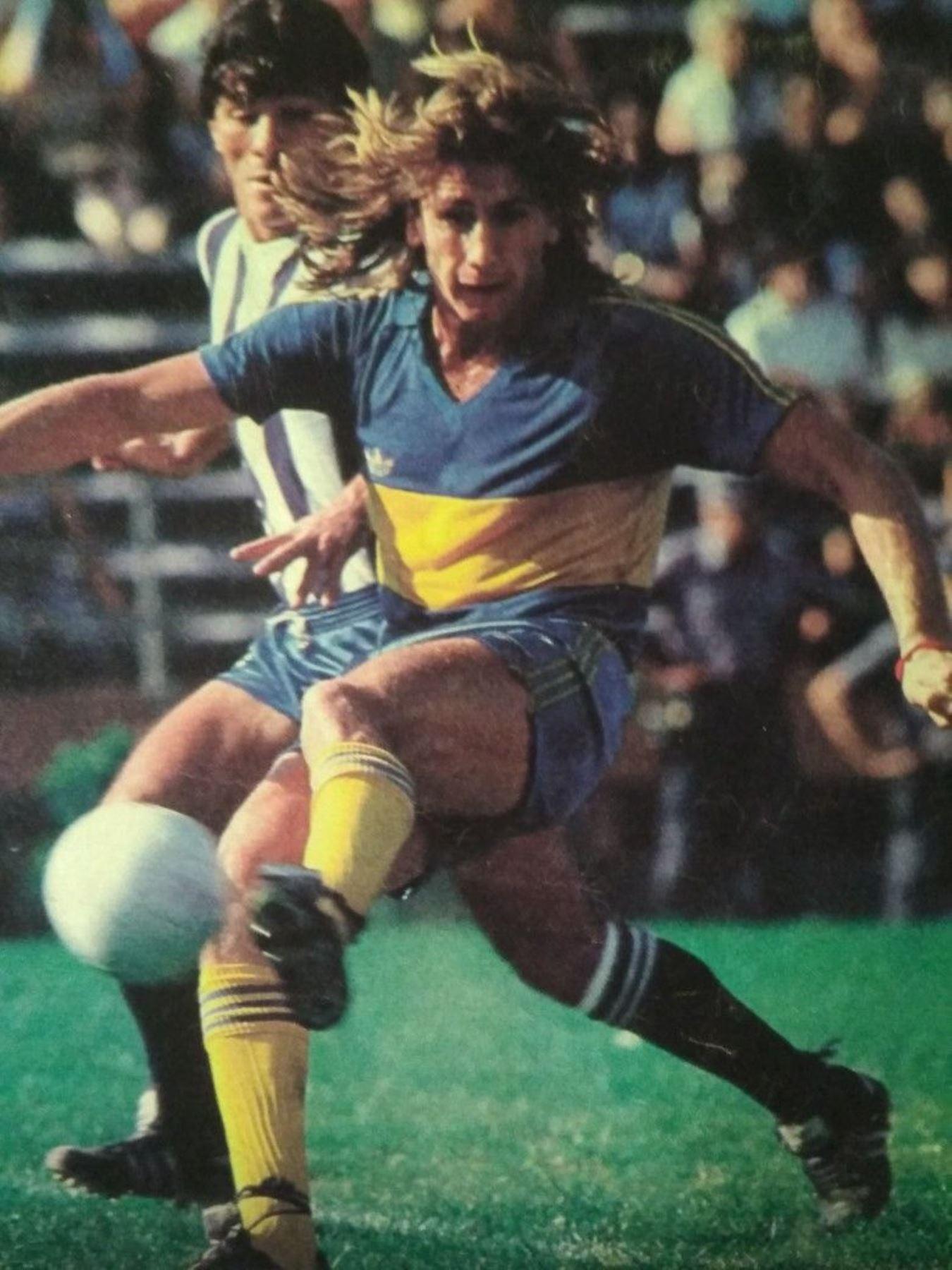 En el Boca Juniors se convirtió en una de las máximas estrellas del fútbol argentino, ahí permaneció hasta 1984, cuando provocó una huelga de futbolistas que termino con su polémica salida. Foto:Difusión
