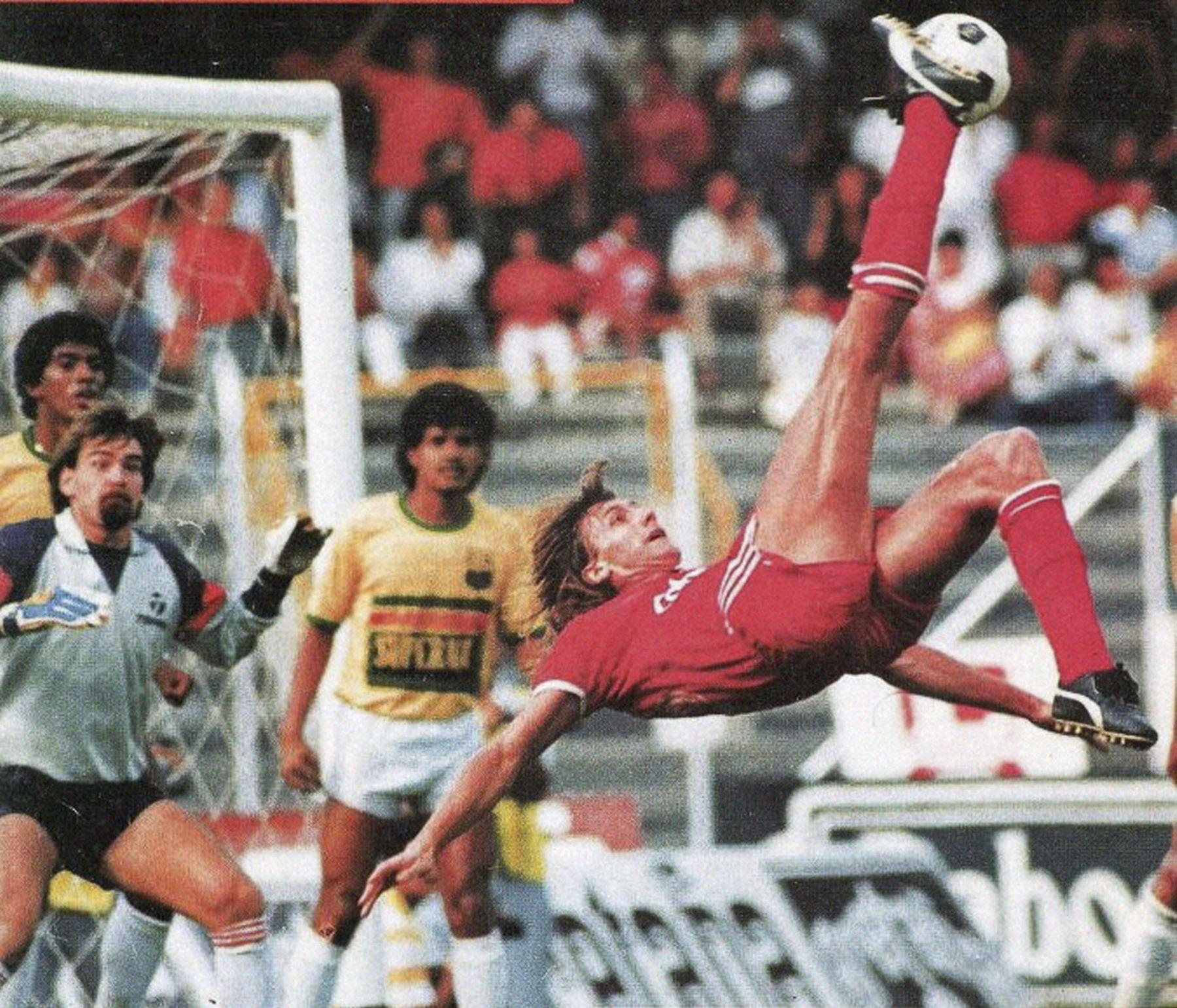 Con el América de Cali, Gareca logró el título nacional colombiano seis veces consecutivas. También alcanzó la final de la Copa Libertadores en tres oportunidades, pero las perdió todas. Foto: Cortesía
