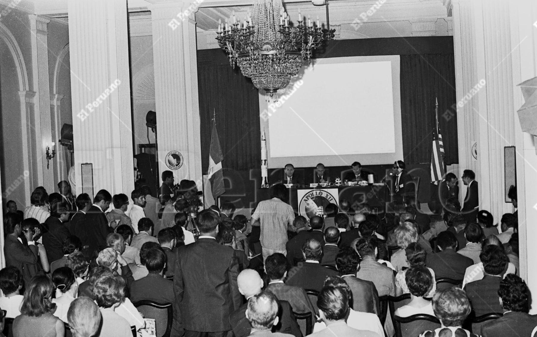 Lima - 17 febrero 1970 / Los astronautas del Apolo XII: Alan Bean, Chales Conrad y Richard Gordon ofrecieron una concurrida conferencia de prensa en el Hotel Bolívar. Los llamados héroes de la Luna realizan una visita de amistad y buena voluntad.