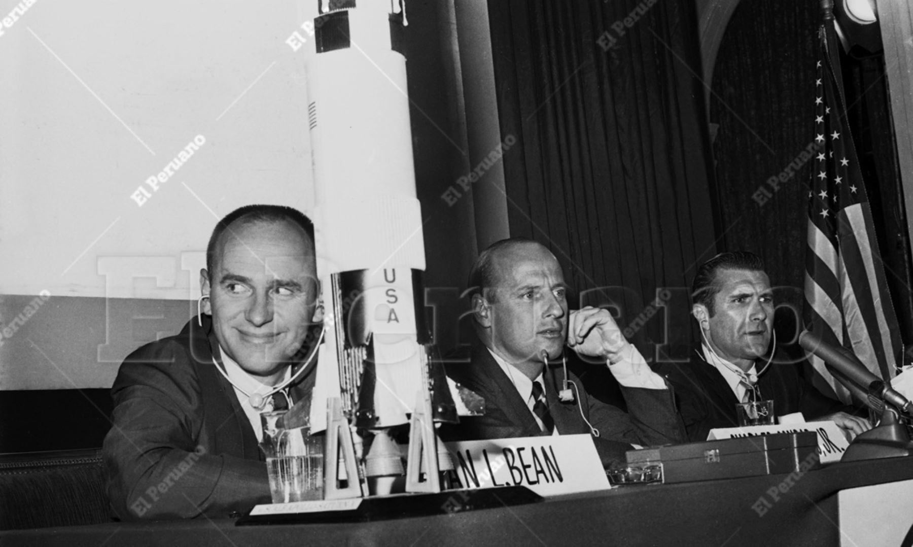 Lima - 17 febrero 1970 / Los astronautas del Apolo XII: Alan Bean, Chales Conrad y Richard Gordon ofrecieron una concurrida conferencia de prensa en el Hotel Bolívar. Los llamados héroes de la Luna realizan una visita de amistad y buena voluntad. Archivo