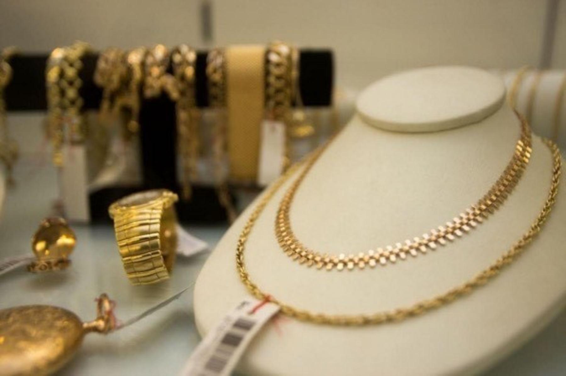 Exposición _ venta de joyas realiza la Caja Municipal de Lima.